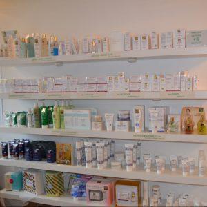 étalage-produits-esthétiques-soins-visage-corps-marques-professionnelles-institut-beauté-esthéticiennes-somme-villers-bretonneux-proche-amiens